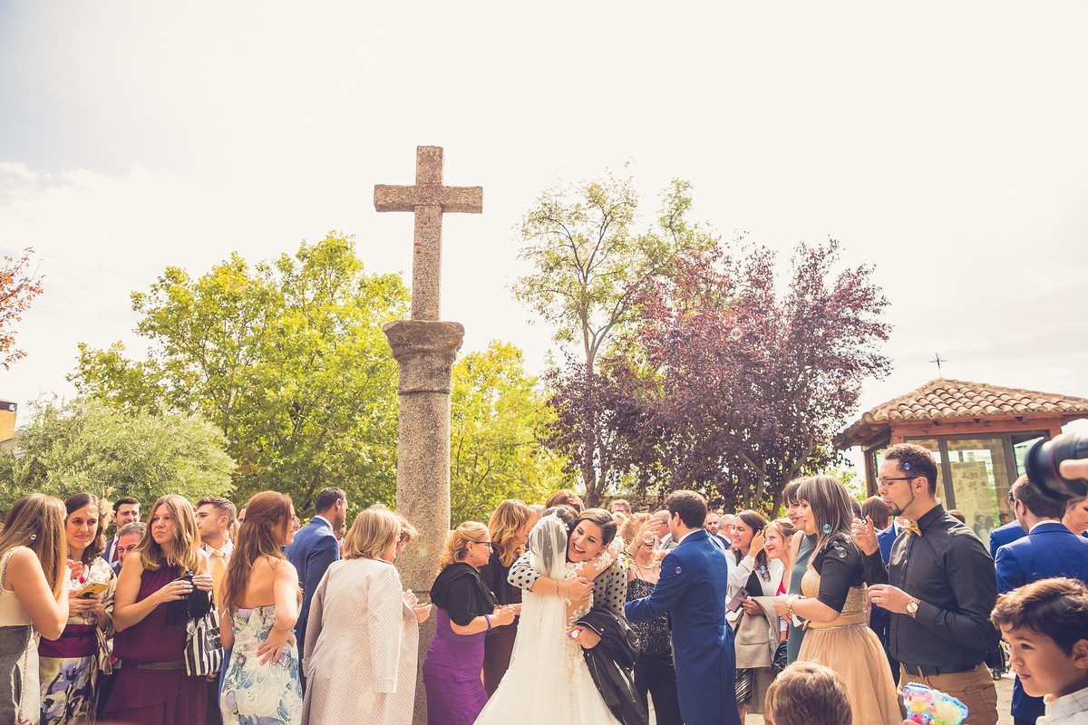 salida iglesia novio, fotografos de boda madrid, we are